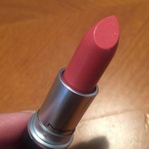 MAC Cremesheen Lipstick Nippon 👄